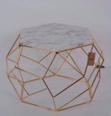 TABLE BASSE PENTAGON DORE DIM 70X70H45CM